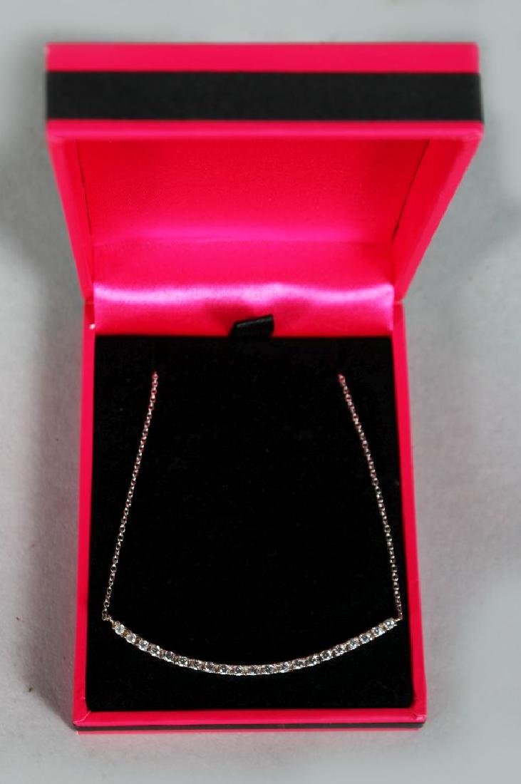 AN 18CT WHITE GOLD DIAMOND NECKLACE OF BAR FORM 50