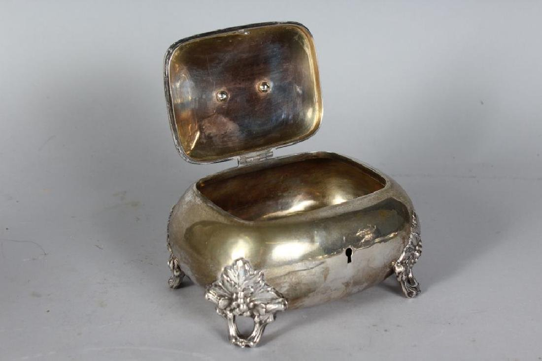 A CONTINENTAL SILVER .750 BOX AND COVER with fruiting - 2