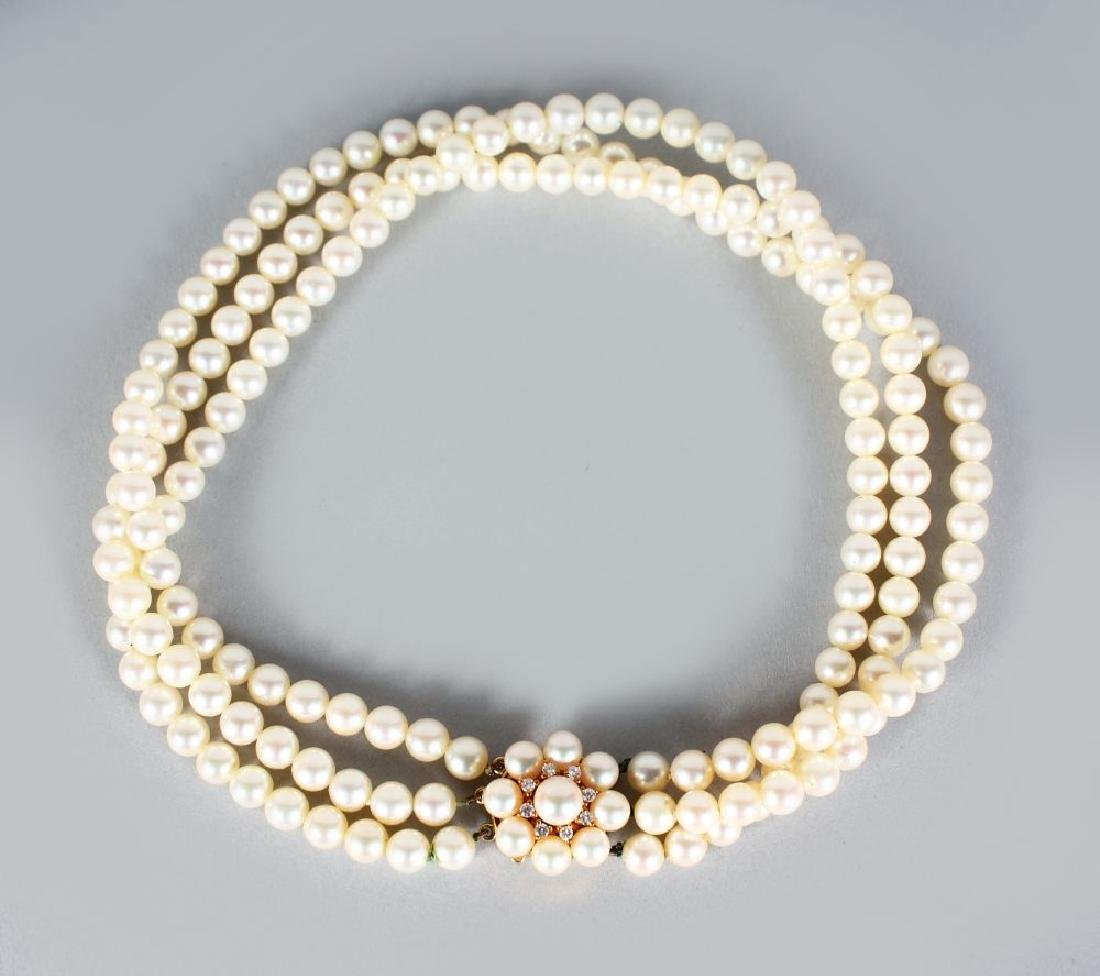A VERY GOOD THREE STRAND PEARL CHOKER with 18ct yellow