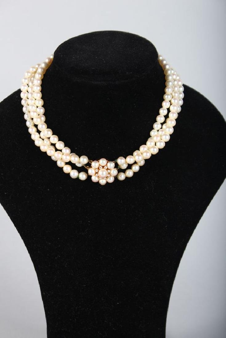 A VERY GOOD THREE STRAND PEARL CHOKER with 18ct yellow - 2