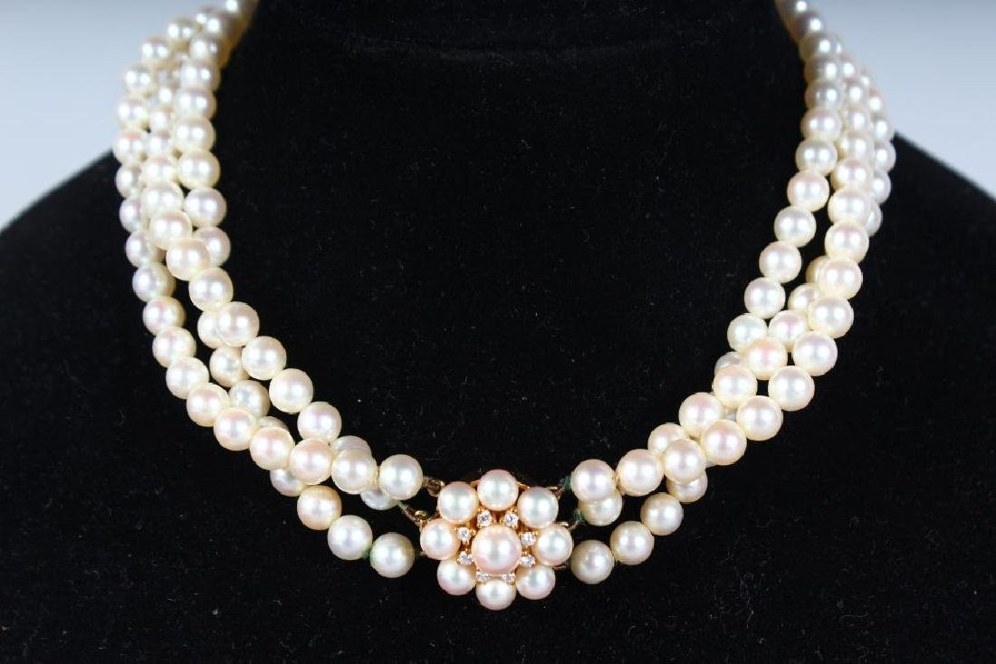 A VERY GOOD THREE STRAND PEARL CHOKER with 18ct yellow - 3