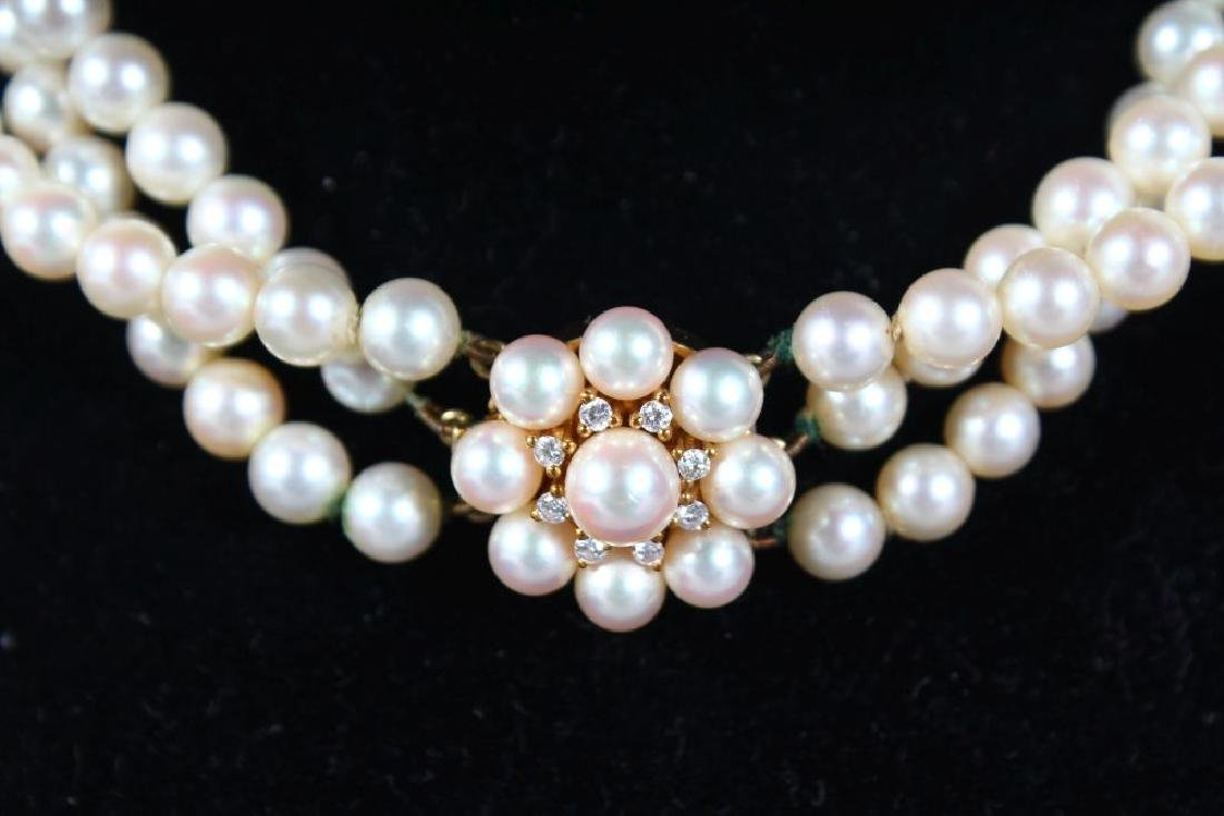 A VERY GOOD THREE STRAND PEARL CHOKER with 18ct yellow - 4