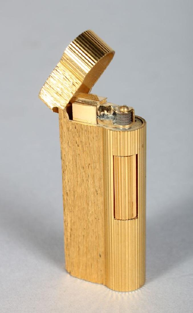 A DUNHILL GOLD COLOURED LIGHTER, No. 070624.