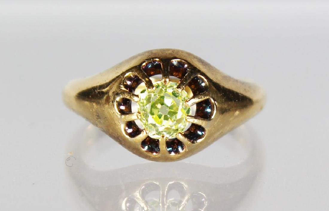 A GOOD 18CT GOLD DIAMOND SET RING.