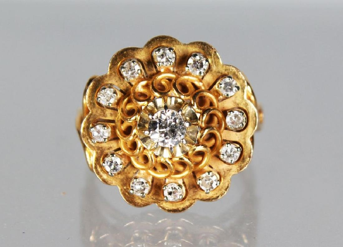 A GOOD 18CT GOLD AND DIAMOND SET DRESS RING.