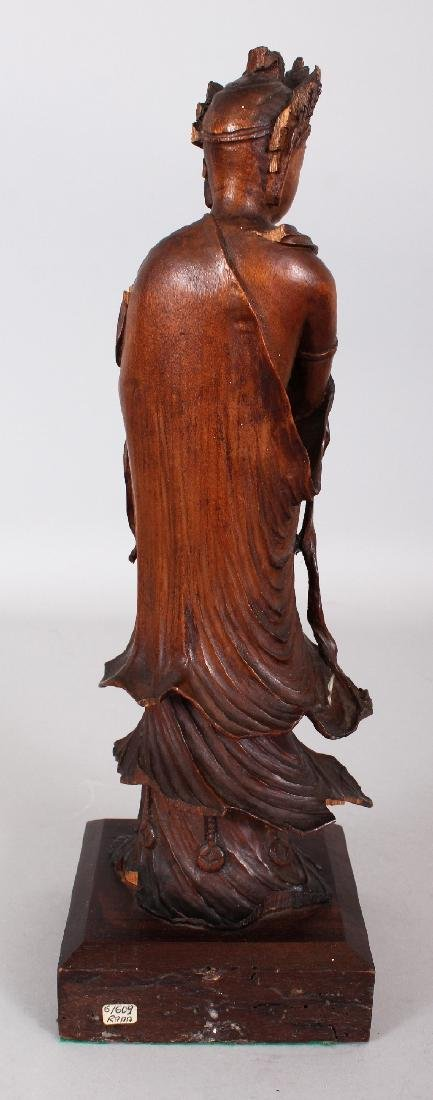 A GOOD QUALITY 18TH/19TH CENTURY CARVED WOOD FIGURE OF - 3