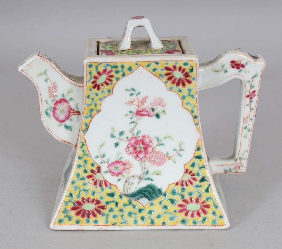A FINE QUALITY 19TH CENTURY CHINESE FAMILLE ROSE SQUARE