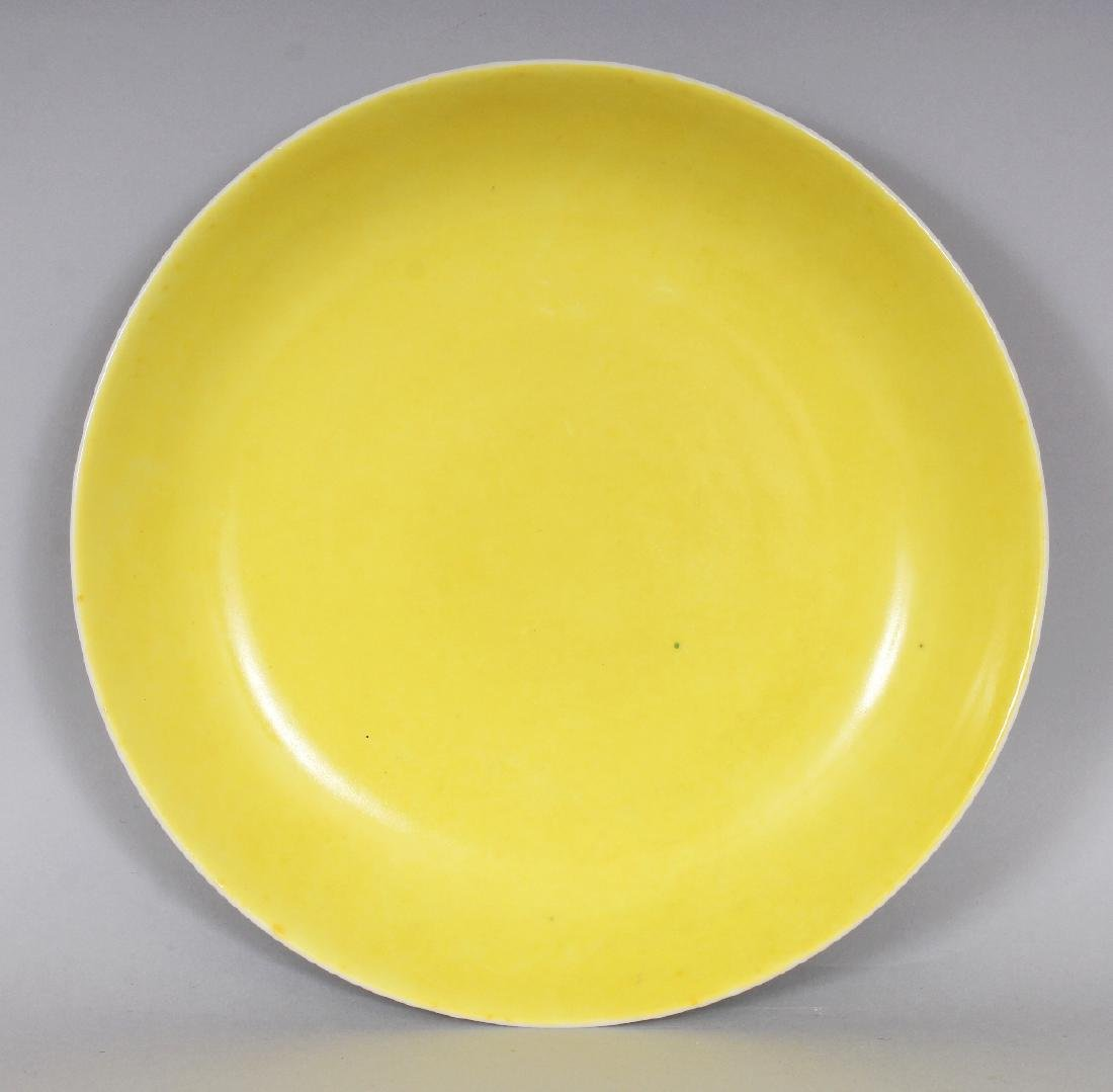 A CHINESE LEMON YELLOW GLAZED PORCELAIN SAUCER DISH,