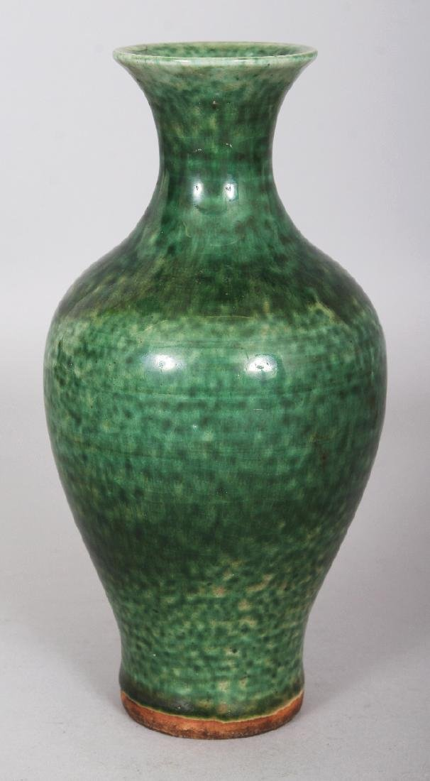A GOOD 18TH CENTURY CHINESE GREEN GLAZED BALUSTER - 2