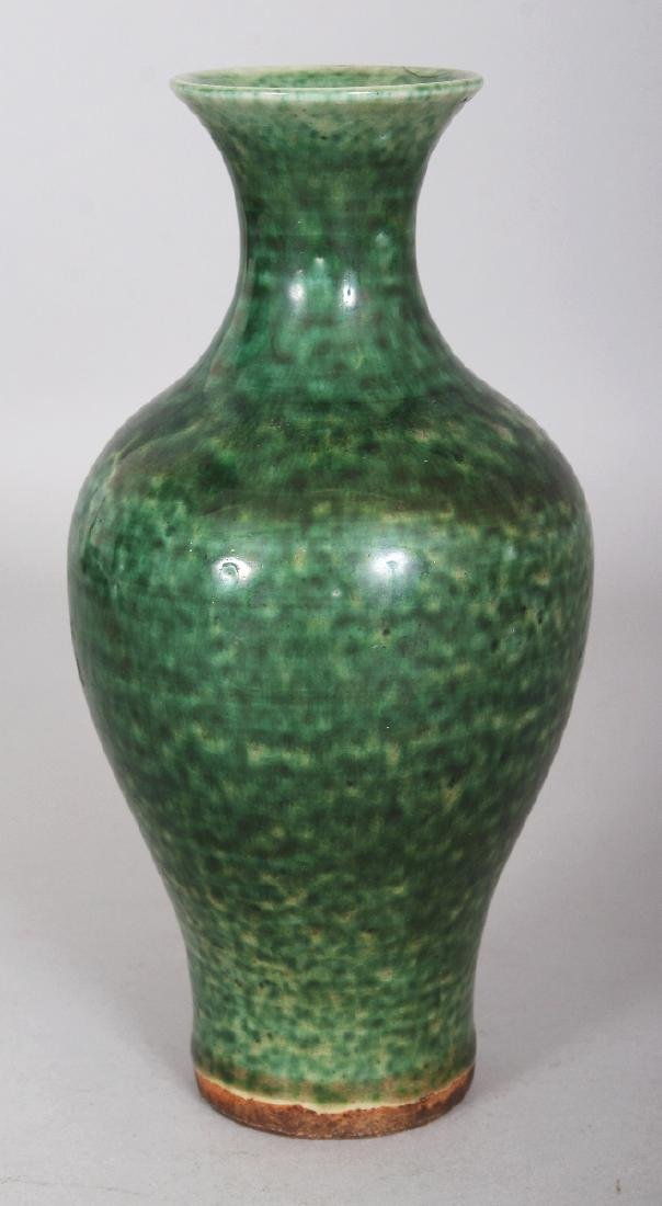 A GOOD 18TH CENTURY CHINESE GREEN GLAZED BALUSTER - 3