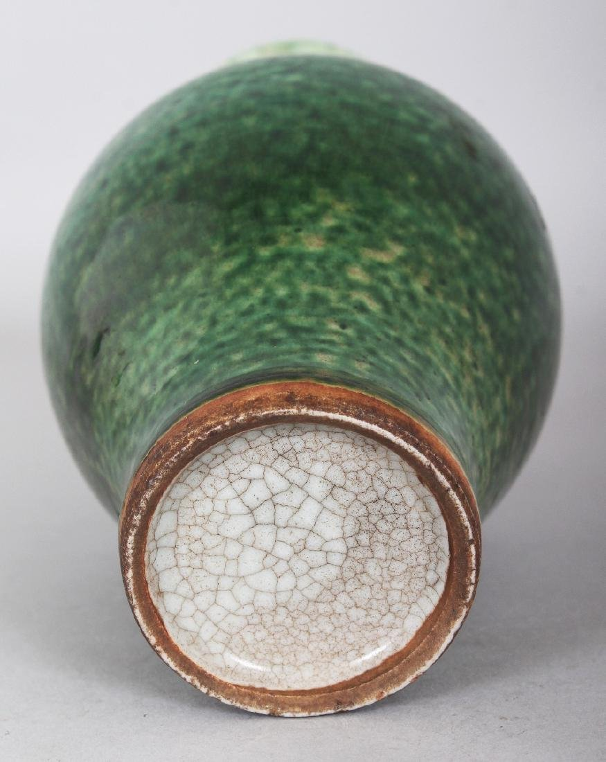 A GOOD 18TH CENTURY CHINESE GREEN GLAZED BALUSTER - 5
