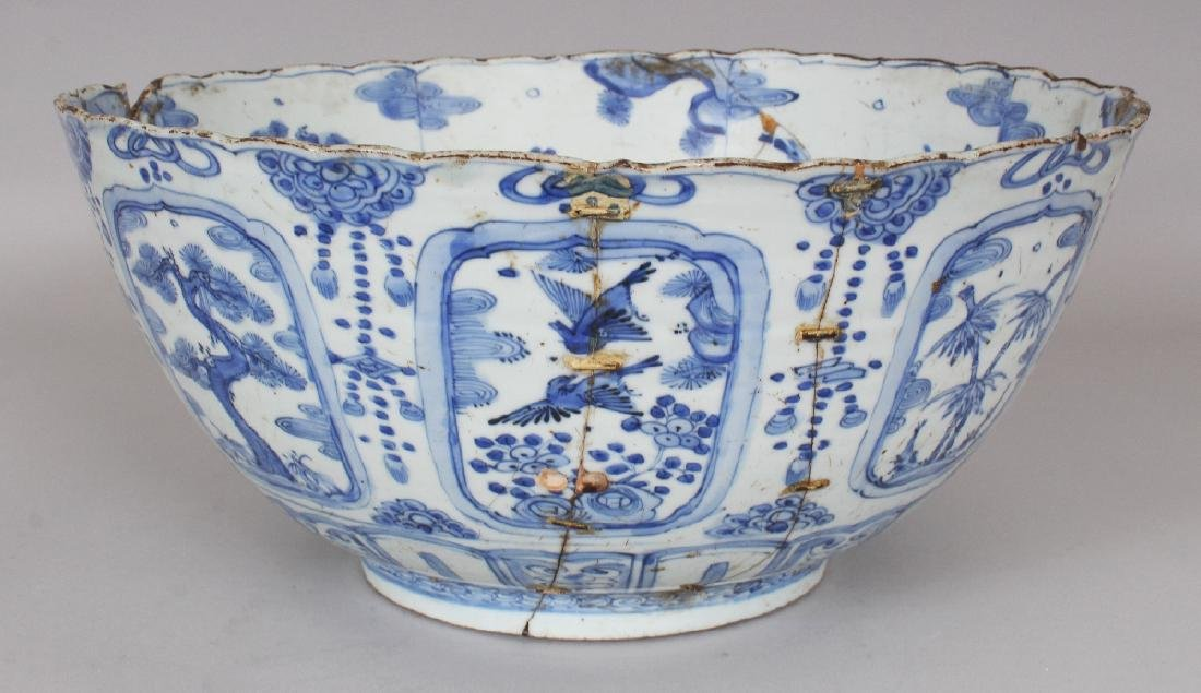 A LARGE CHINESE MING DYNASTY WANLI PERIOD BLUE & WHITE - 2
