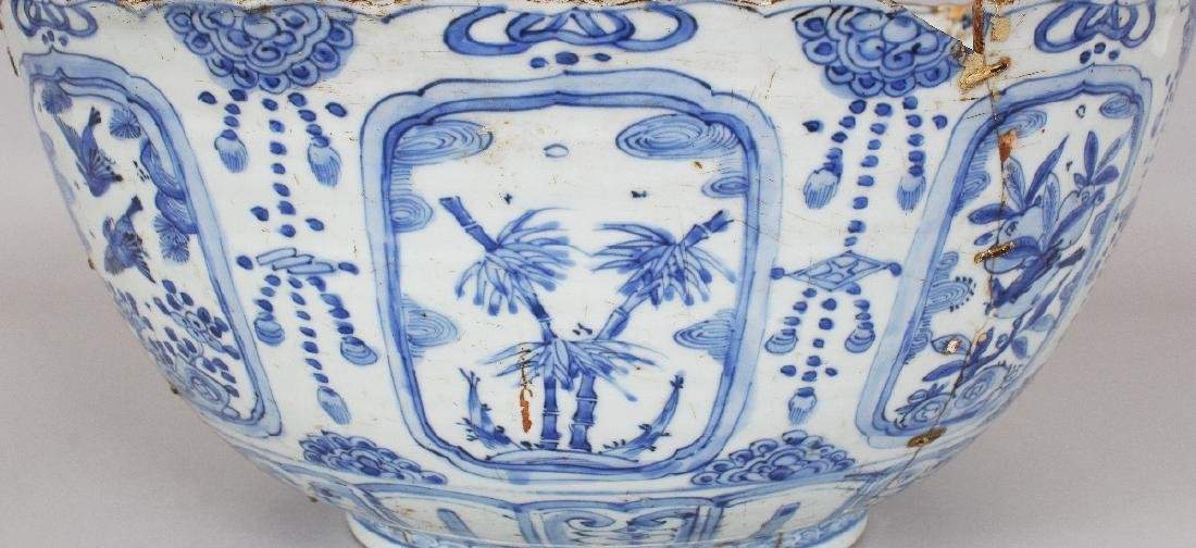 A LARGE CHINESE MING DYNASTY WANLI PERIOD BLUE & WHITE - 3