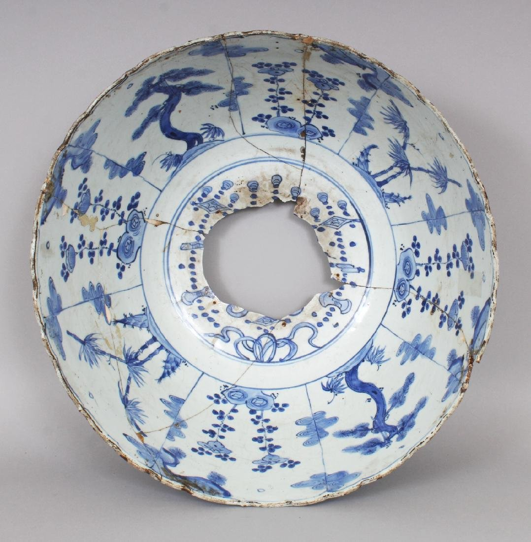 A LARGE CHINESE MING DYNASTY WANLI PERIOD BLUE & WHITE - 4
