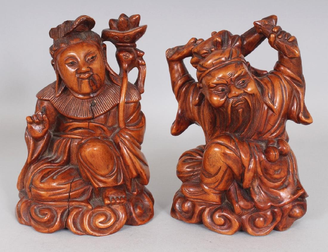 A PAIR OF GOOD QUALITY 19TH CENTURY CHINESE CARVED WOOD