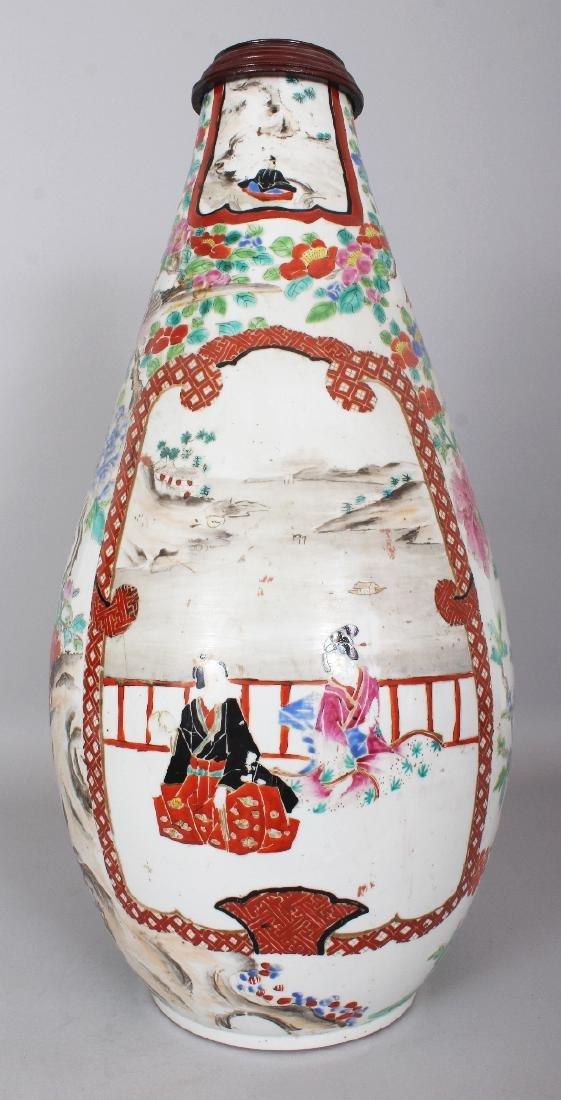 A LARGE JAPANESE HICHOZAN SHIMPO PEAR FORM PORCELAIN