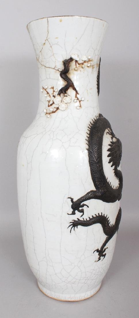 A LARGE 19TH CENTURY CHINESE CRACKLEGLAZE PORCELAIN - 2