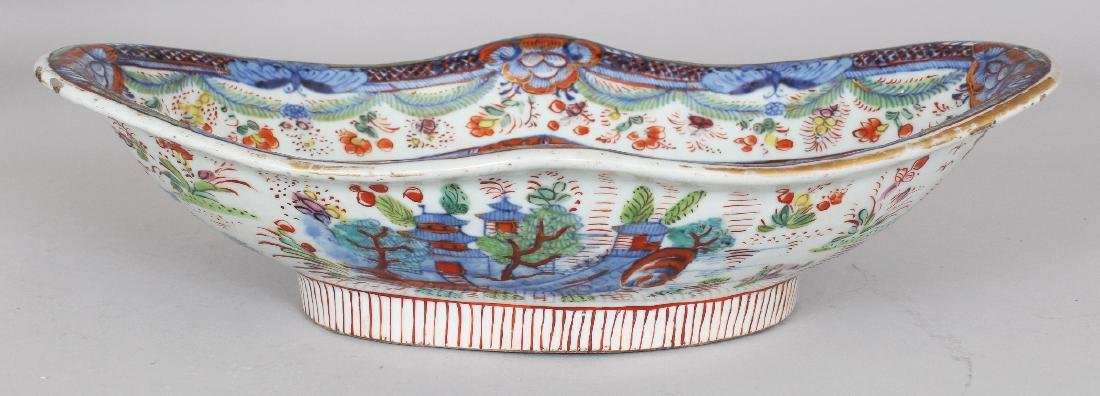 AN 18TH CENTURY CHINESE CLOBBERED SHAPED OVAL PORCELAIN