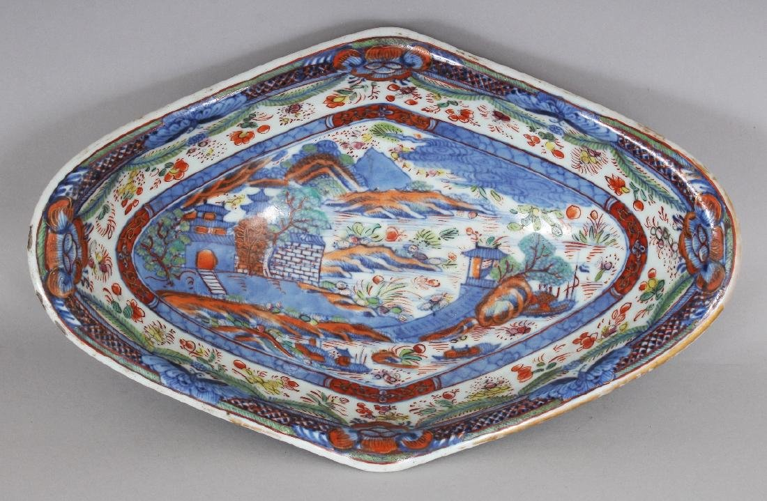 AN 18TH CENTURY CHINESE CLOBBERED SHAPED OVAL PORCELAIN - 2