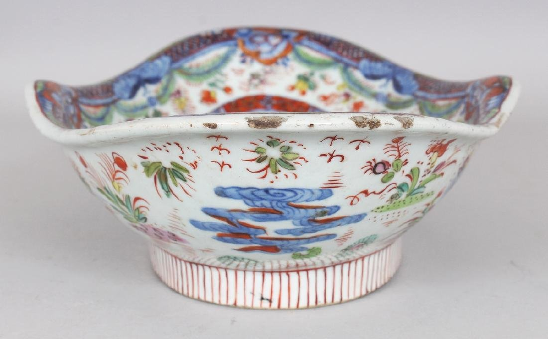 AN 18TH CENTURY CHINESE CLOBBERED SHAPED OVAL PORCELAIN - 3