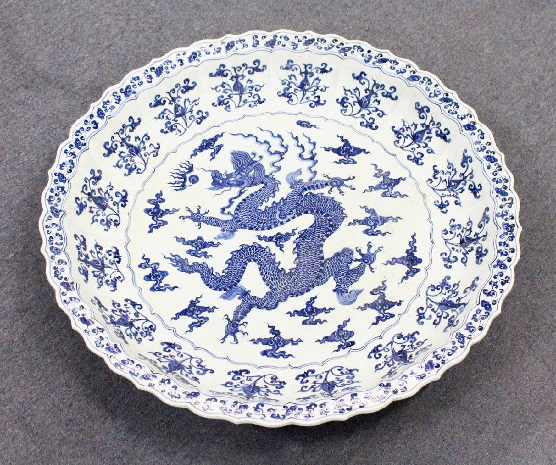 A MASSIVE CHINESE MING STYLE BLUE & WHITE PORCELAIN