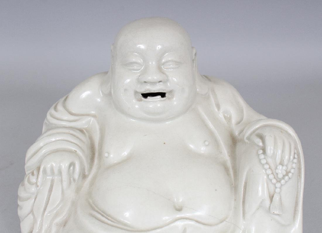A CHINESE WHITE GLAZED BLANC-DE-CHINE STYLE PORCELAIN - 3