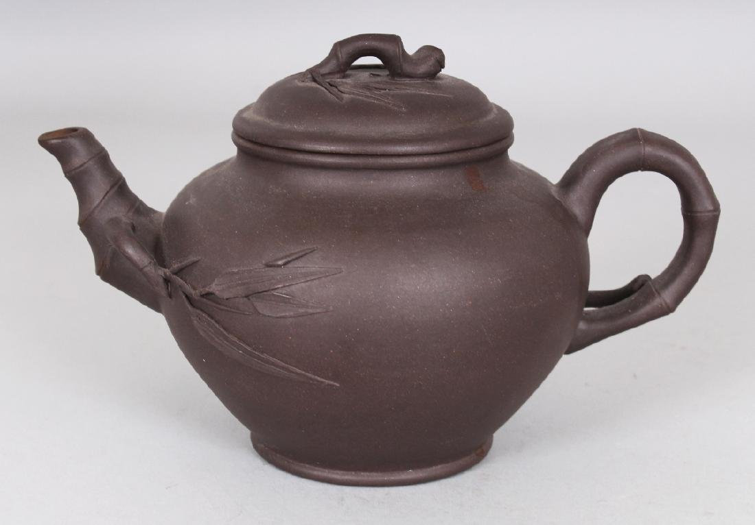 A 19TH/20TH CENTURY YIXING POTTERY TEAPOT & COVER, the