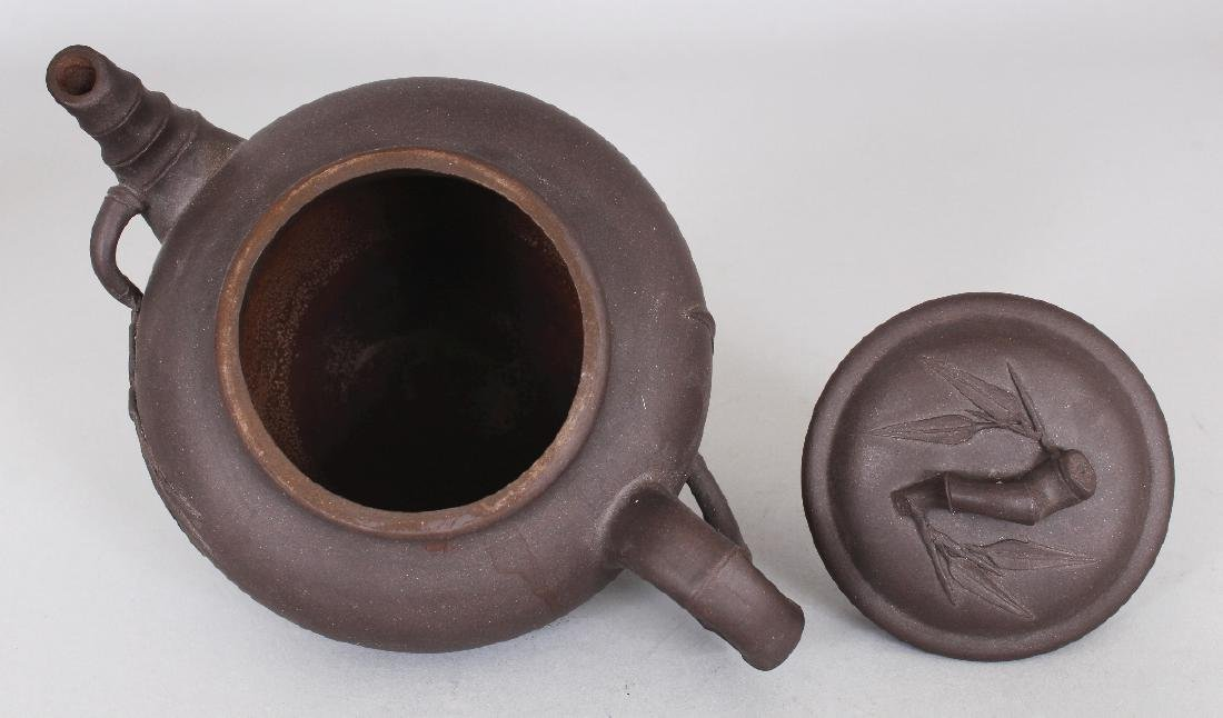 A 19TH/20TH CENTURY YIXING POTTERY TEAPOT & COVER, the - 7
