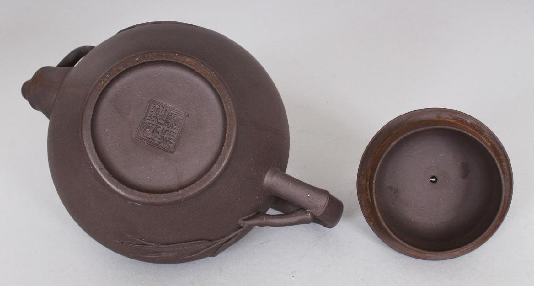 A 19TH/20TH CENTURY YIXING POTTERY TEAPOT & COVER, the - 8