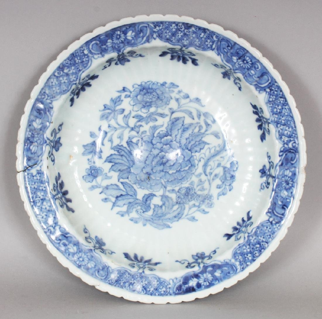 AN UNUSUAL EARLY 18TH CENTURY CHINESE BLUE & WHITE