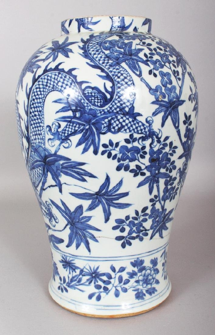 A 19TH CENTURY CHINESE BLUE & WHITE PORCELAIN DRAGON - 4