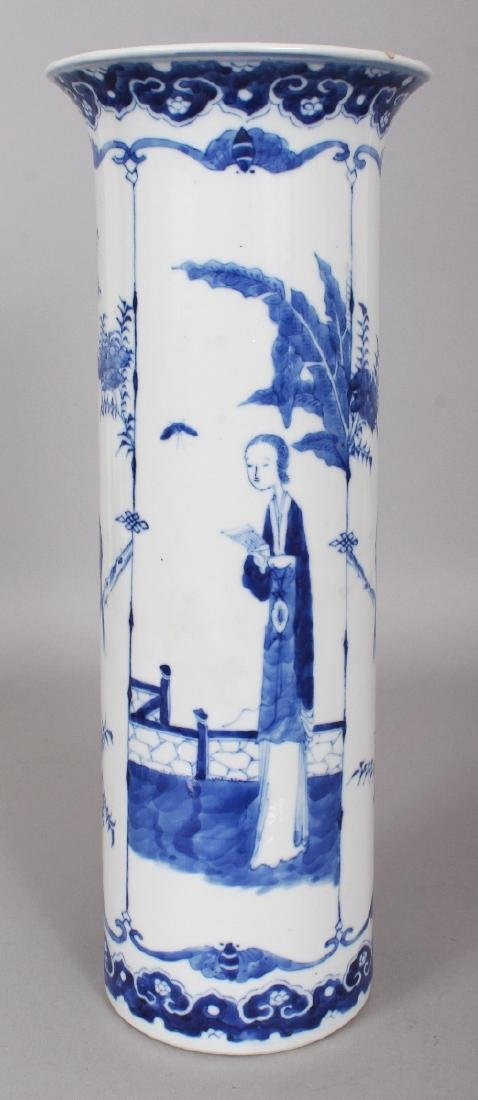 A 19TH CENTURY CHINESE BLUE & WHITE PORCELAIN SLEEVE
