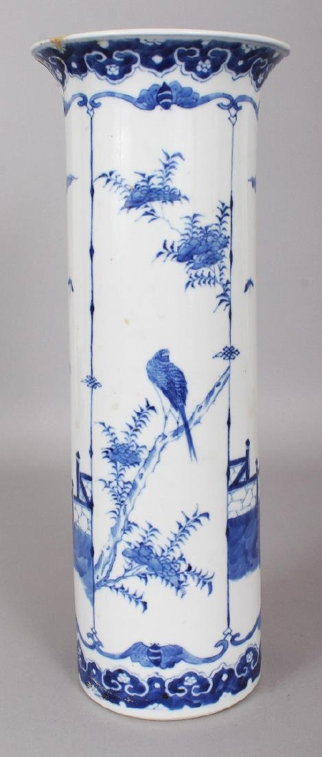 A 19TH CENTURY CHINESE BLUE & WHITE PORCELAIN SLEEVE - 2