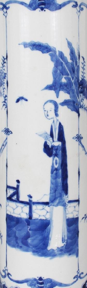 A 19TH CENTURY CHINESE BLUE & WHITE PORCELAIN SLEEVE - 3