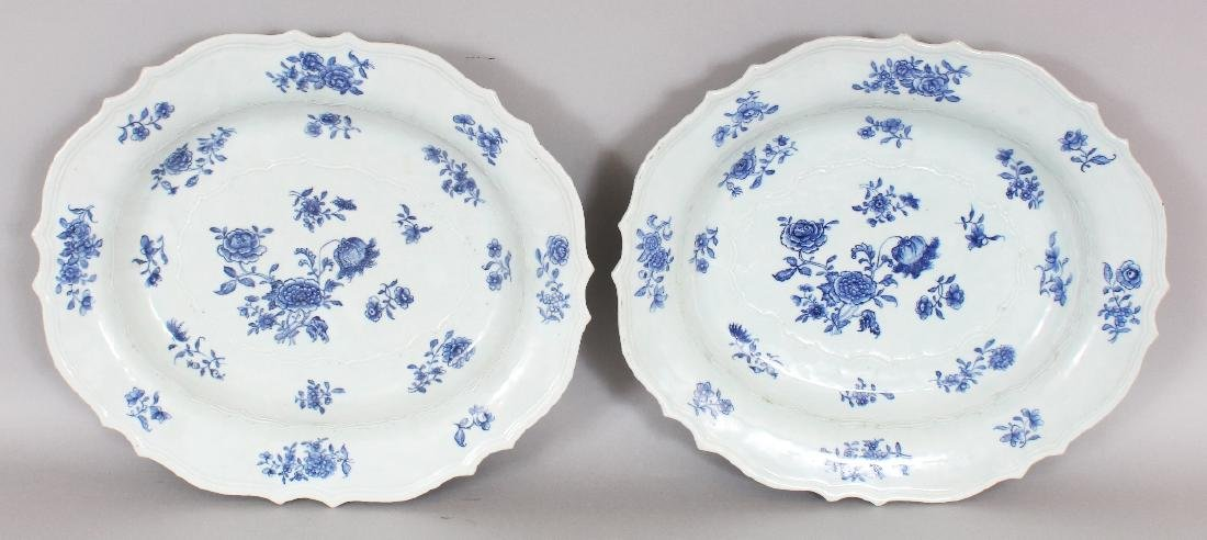 A GOOD LARGE PAIR OF CHINESE QIANLONG PERIOD CHANTILLY