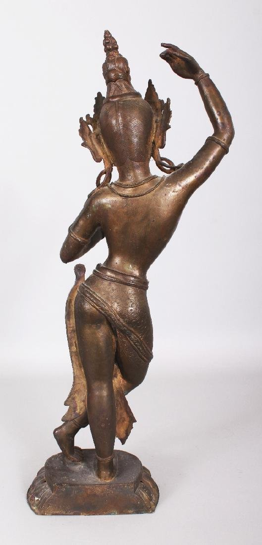 A LARGE 19TH/20TH CENTURY INDIAN BRONZE FIGURE OF - 3