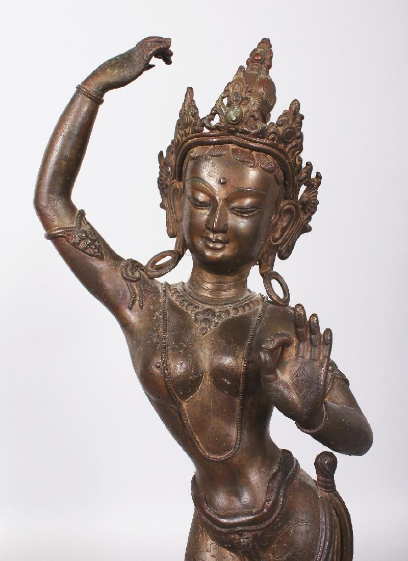 A LARGE 19TH/20TH CENTURY INDIAN BRONZE FIGURE OF - 5
