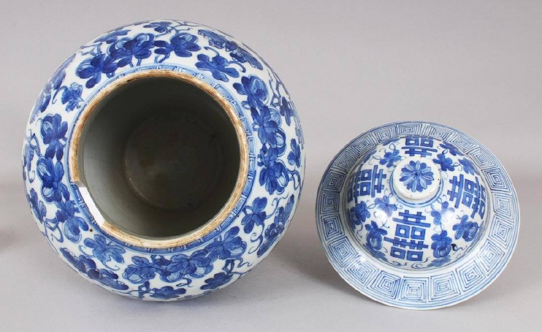 A LARGE 19TH CENTURY CHINESE BLUE & WHITE BALUSTER - 4