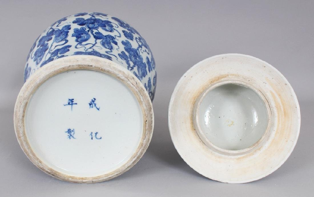 A LARGE 19TH CENTURY CHINESE BLUE & WHITE BALUSTER - 5