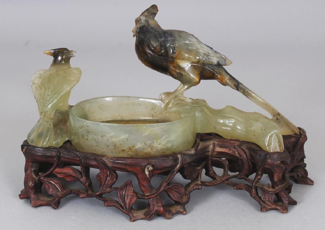 A 20TH CENTURY CHINESE CELADON GREEN HARDSTONE - 3