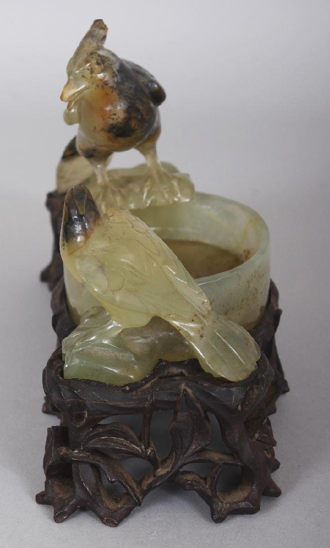 A 20TH CENTURY CHINESE CELADON GREEN HARDSTONE - 4
