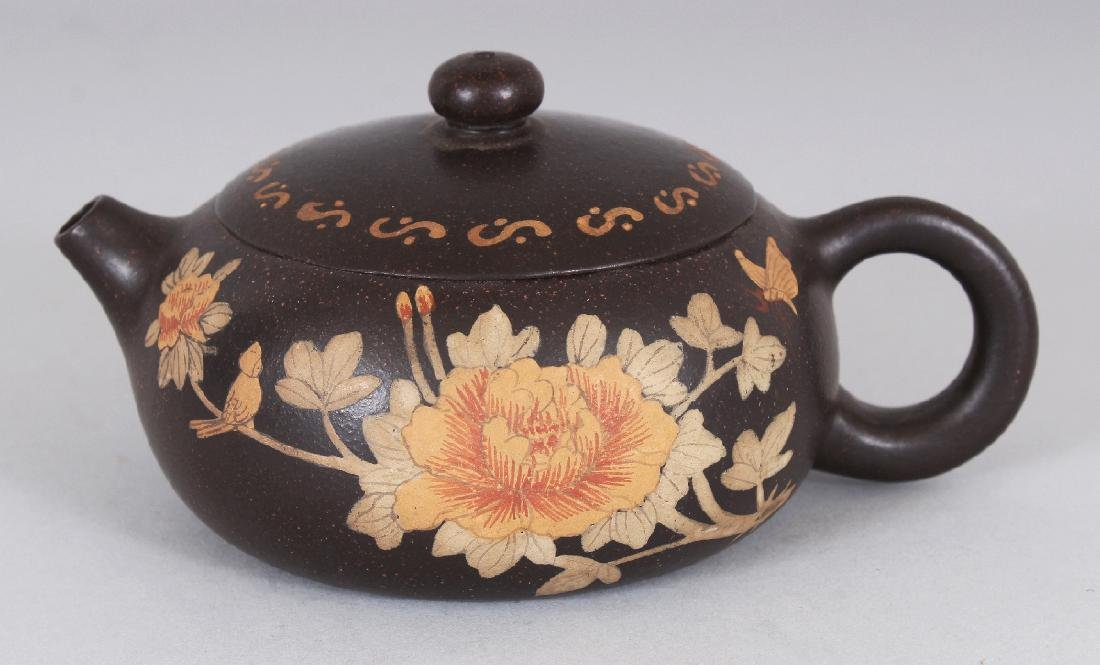 A CHINESE YIXING POTTERY TEAPOT & COVER, the sides