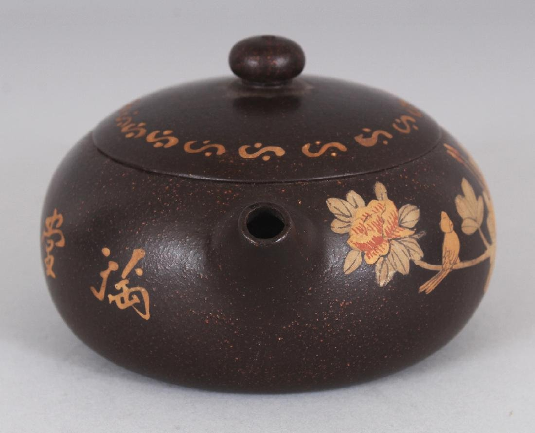 A CHINESE YIXING POTTERY TEAPOT & COVER, the sides - 2