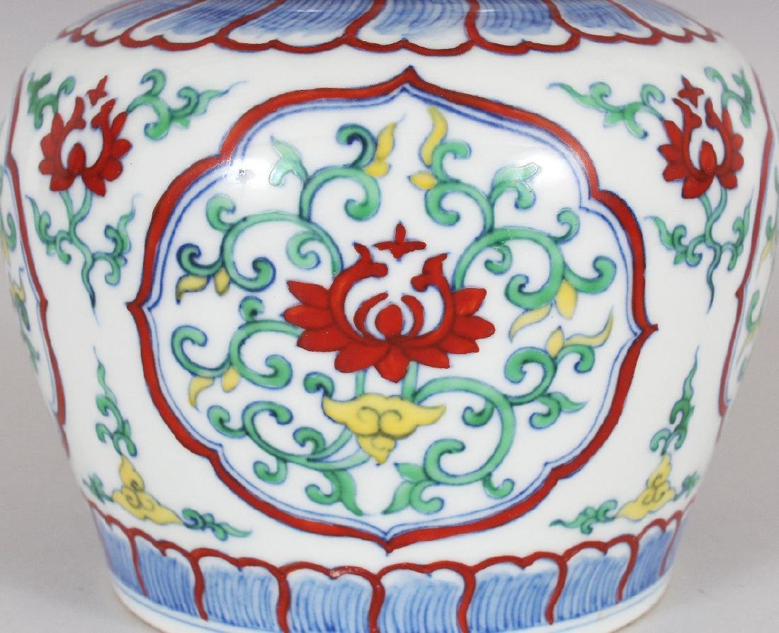 A CHINESE MING STYLE DOUCAI PORCELAIN HEAVEN JAR & - 3