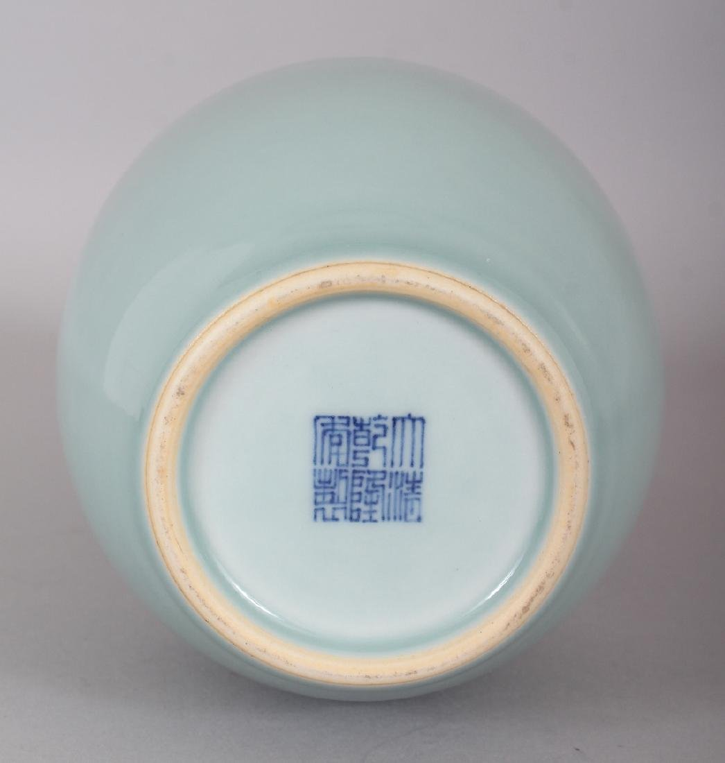 A GOOD QUALITY CHINESE CELADON GLAZED PORCELAIN VASE, - 4