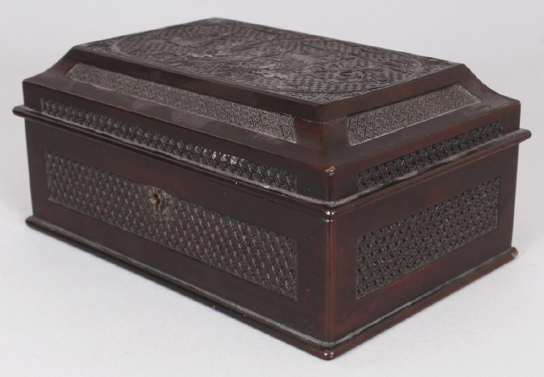 A GOOD QUALITY 19TH CENTURY CHINESE WOOD & PEWTER