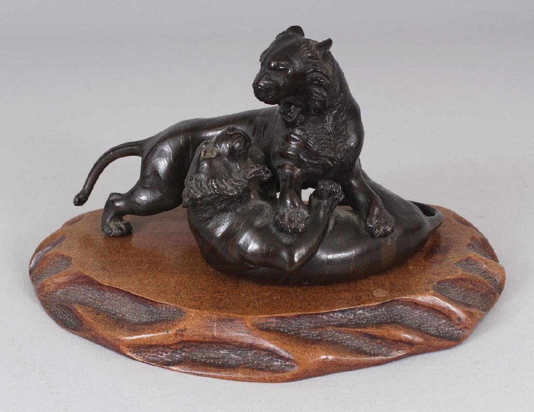 A GOOD QUALITY SIGNED JAPANESE MEIJI PERIOD BRONZE