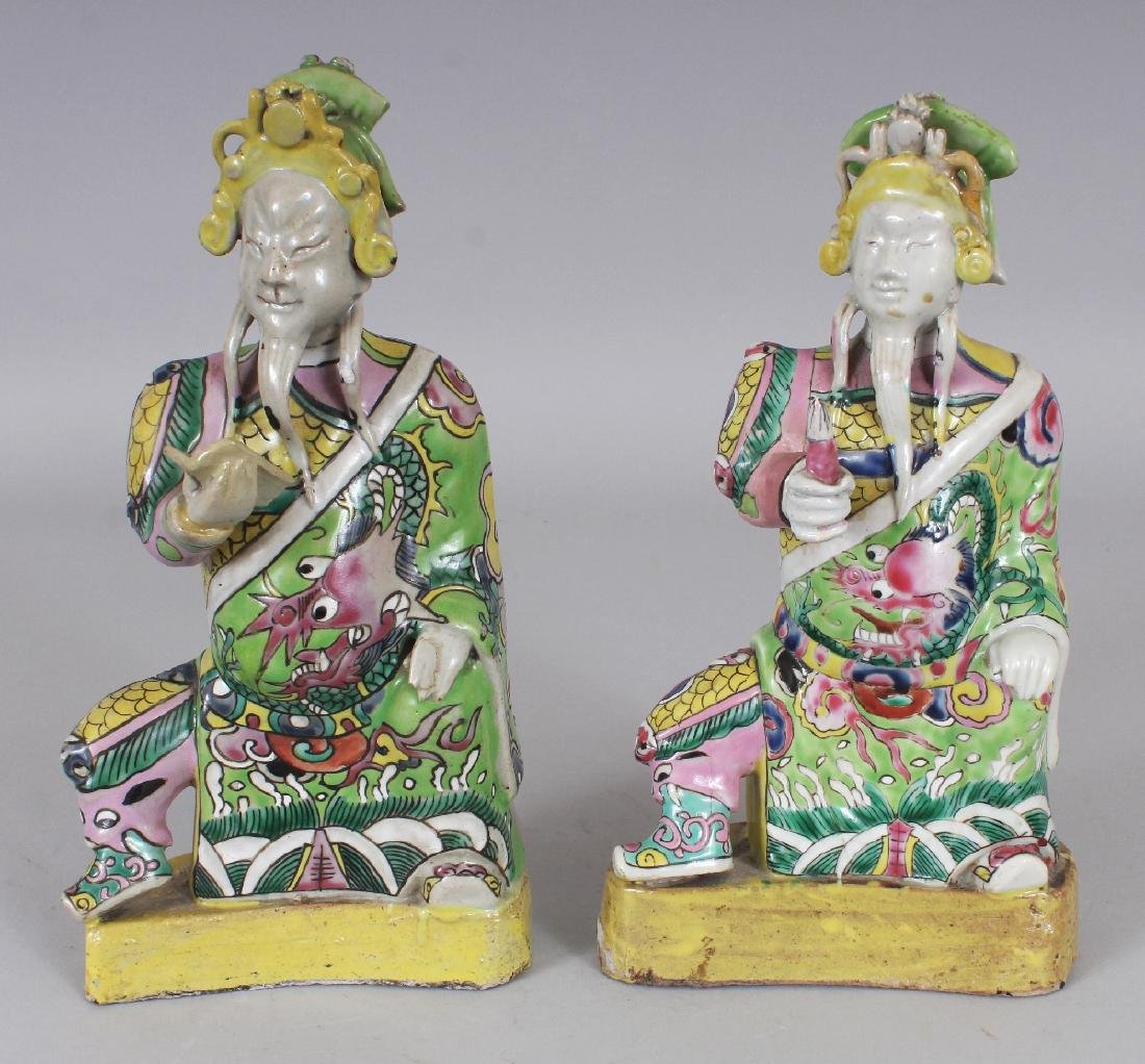 A PAIR OF 18TH CENTURY CHINESE FAMILLE ROSE PORCELAIN