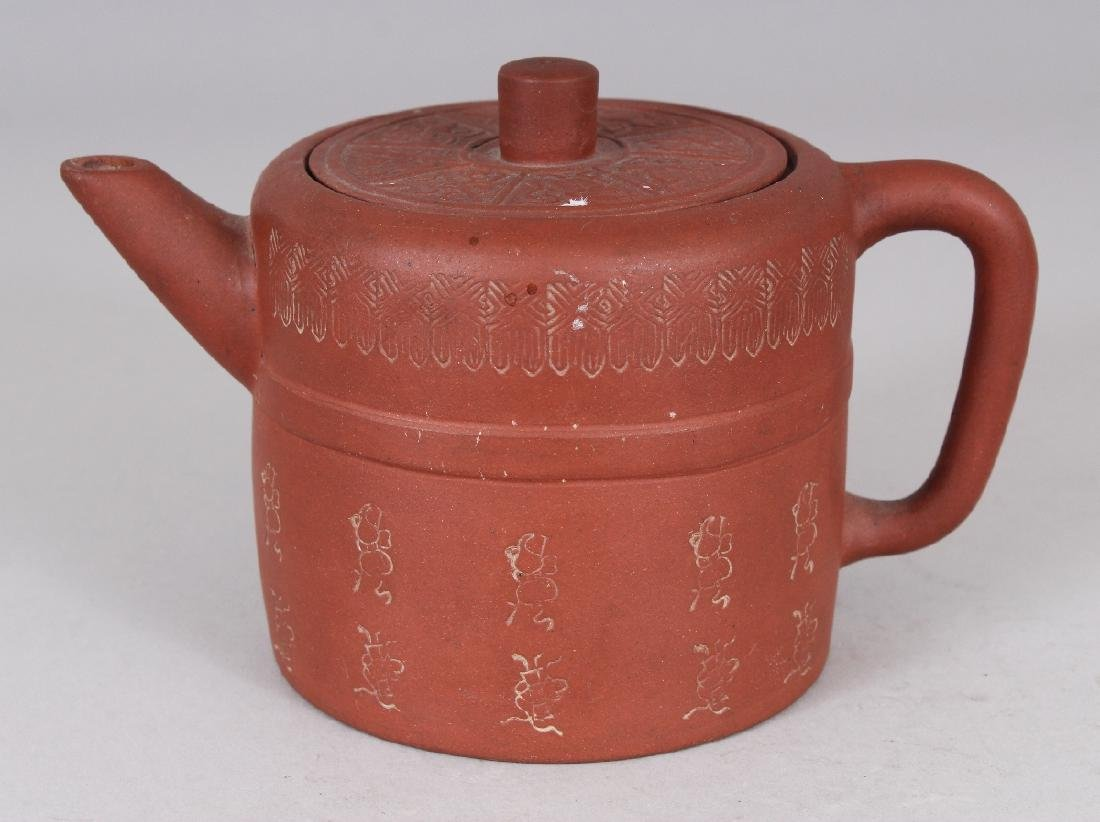 A 19TH CENTURY CHINESE YIXING POTTERY TEAPOT & COVER,