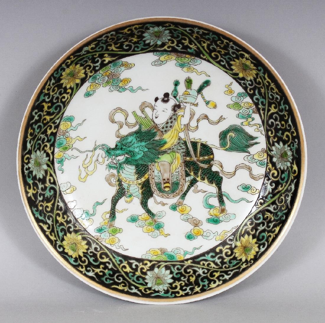 A CHINESE FAMILLE VERTE PORCELAIN SAUCER DISH, the